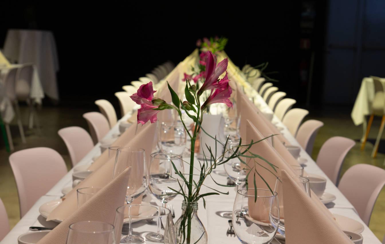 Vi arrangerer bryllup med nydelig meny i fine lokaler.